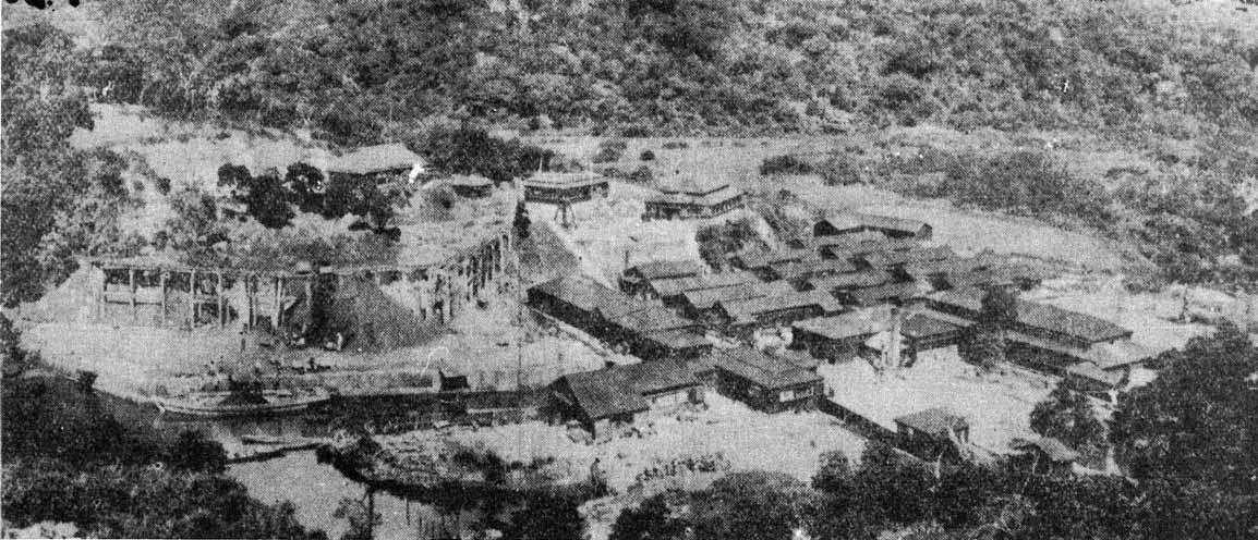 昭和10年代の代表的な炭鉱・丸三炭坑宇多良鉱業所の全景(写真:三木健「聞書西表炭坑」1982三一書房より)